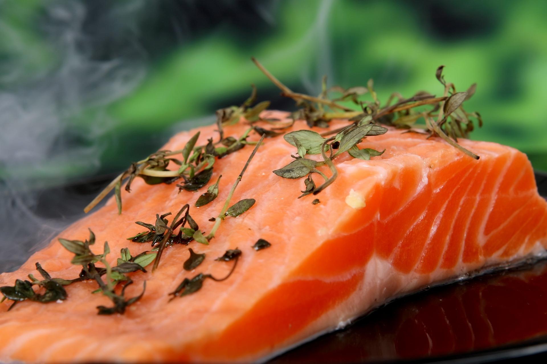 Fisch zählt zu den leicht verderblichen Waren und kann Giftstoffe nach dem Verbrauchsdatum bilden (Bild:Pixabay/Meditations)