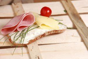 Abgepackte Lebensmittel sind meist mit einem MHD versehen. (Bild:Pixabay/andreas160578)