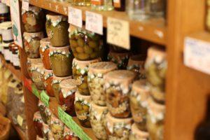 Konserven und eingemachte Lebensmittel halten sich besonders lange (Bild:Pixabay/floragrauso)