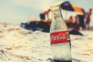 Abgelaufene Cola kann man als Kalklöser verwenden (Bild:Pixabay/fancycrave1)