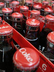 Abgelaufene Cola kann noch Jahre nach dem Ablauf des MHD genießbar sein (Bidl: Pixabay/34380)