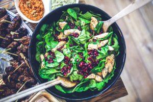 Frischer Spinat in der Küche. Bild: Pixabay/kaboompics